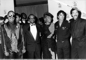 1986- The 28th Grammy Awards Th_779916595_009_32_122_178lo