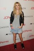 Jeans (Джинсовые вещи) - Страница 2 Th_67680_MarisaMiller2010_05_04_JCPenneySpringCocktail_8_122_373lo