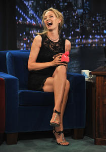 http://img248.imagevenue.com/loc46/th_421399247_UmaThurmanLateNightwithJimmyFallon_April82011_122_46lo.jpg
