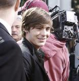 th 31382 Celebutopia Vanessa Hudgens6 Ashley Tisdale and Zac Efron in New York City 09 122 492lo Vanessa Hudgens et Zac Efron (photos)