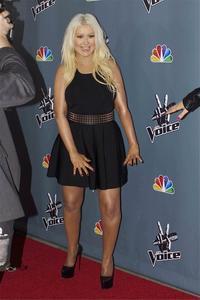 [Fotos+Videos] Christina Aguilera en la Premier de la 4ta Temporada de The Voice 2013 - Página 4 Th_985979521_Christina_Aguilera_52_122_512lo