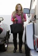 http://img248.imagevenue.com/loc570/th_834098688_Hilary_Duff_leaving_the_doctors_office20_122_570lo.jpg