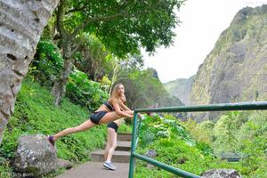 http://img248.imagevenue.com/loc65/th_558283698_Mary_and_Aubrey_Hawaii_II_Hiking_Lao_Valley_15_123_65lo.jpg