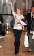 Nov 16, 2010 - Taylor Swift - Narita International Airport In Japan (57 HQ pics) Th_23502_tduid1721_Forum.anhmjn.com_055_122_79lo